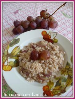 Risotto all'uva rosè e salsiccia