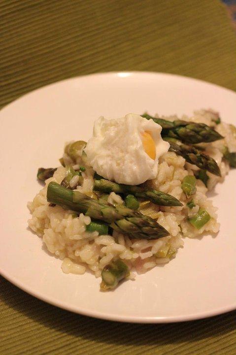 Risotto con asparagi e uova barzotte
