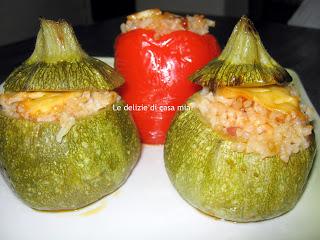 Zucchine tonde e peperoni rossi ripieni